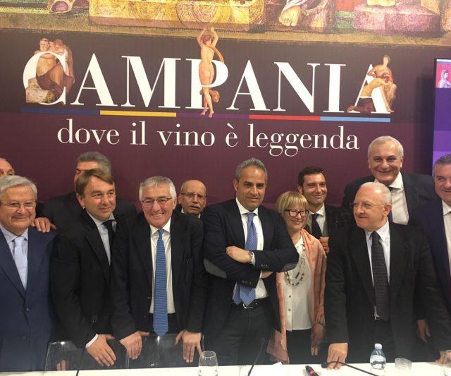 """Cerimonia di chiusura con il passaggio di testimone alla spagnola Aranda de Duero """"Città europea del Vino 2020″"""